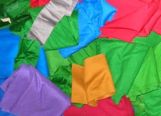 Çuha Kumaş Renk Alternatifleri - Yeşil, Mor, Turuncu, Gri, Pembe, Kırmızı, Mavi, Turkuaz Rengindedirler.