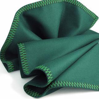 Koyu Yeşil Pamuklu Bez Çuha Keçe Kumaş Katlanmış Örnek - Beyaz Arka Plan