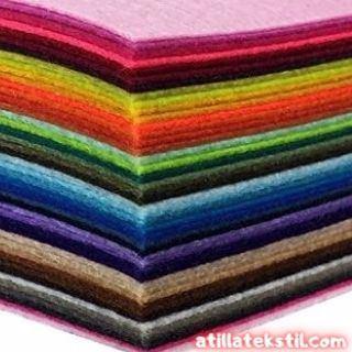 Keçe Kumaşlar Katlanmış Halde Üst Üste Dizilmiş - Her Renk Mevcut
